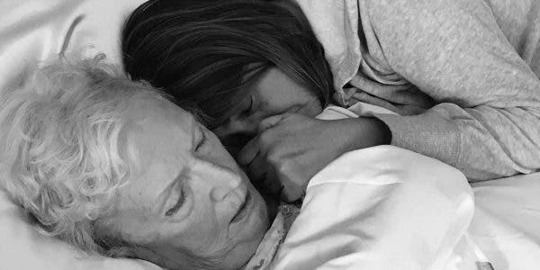 11-choses-dechirantes-que-vous-apprenez-lorsque-vous-prenez-soin-de-vos-parents-ages-durant-leurs-derniers-jours