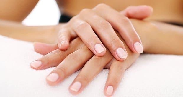 5 sympt mes de probl mes de sant visibles par les ongles. Black Bedroom Furniture Sets. Home Design Ideas