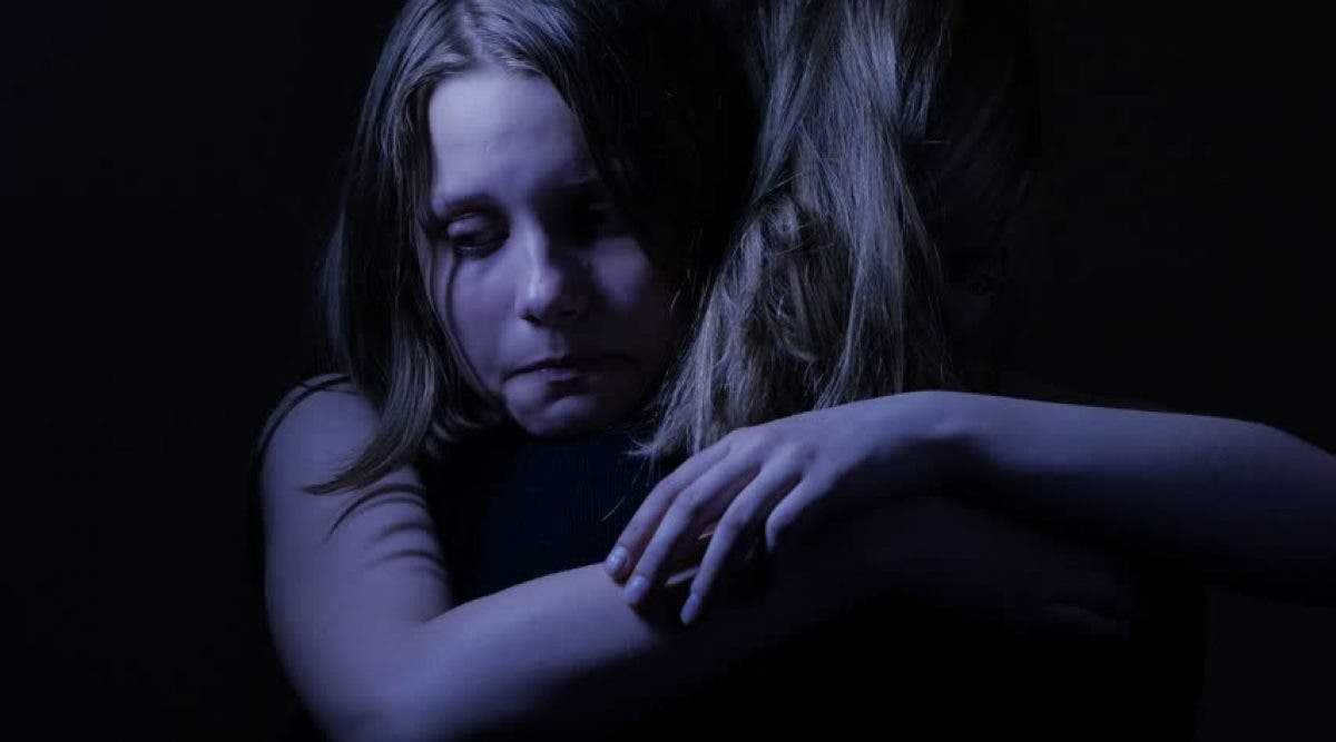 4 hommes sans cœur violent une fille de 12 ans sans défenses