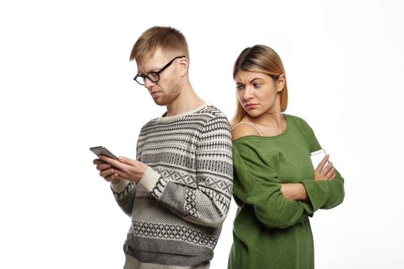 signes du zodiaque qui contrôlent sans cesse leur partenaire