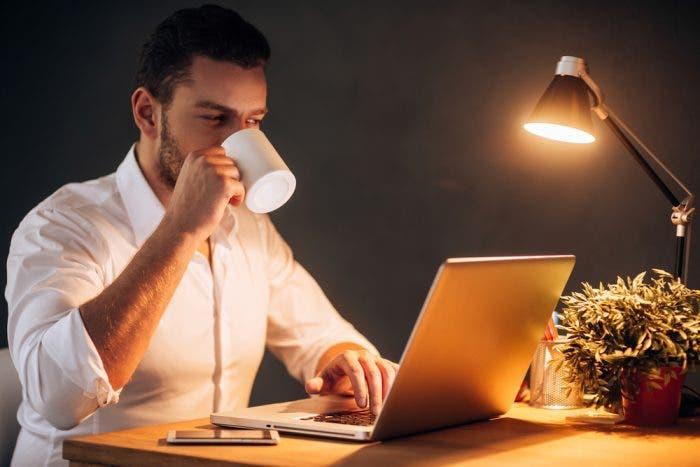 6 erreurs que vous faites avant de dormir qui font grossir