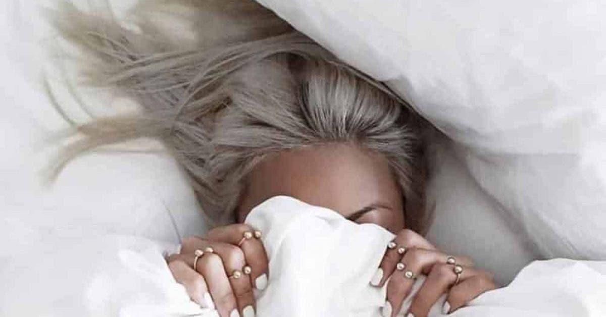 6 erreurs que vous faites lorsque vous dormez et qui detruisent vos cheveux 1