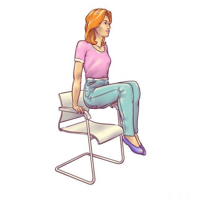 6 exercices pour un ventre plat à faire assis sur une chaise