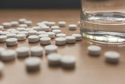 Vous avez du mal à le croire mais un médicament, même prescrit par un spécialiste, peut vous faire du mal. Certains médicaments ont des effets indésirables pour votre santé.