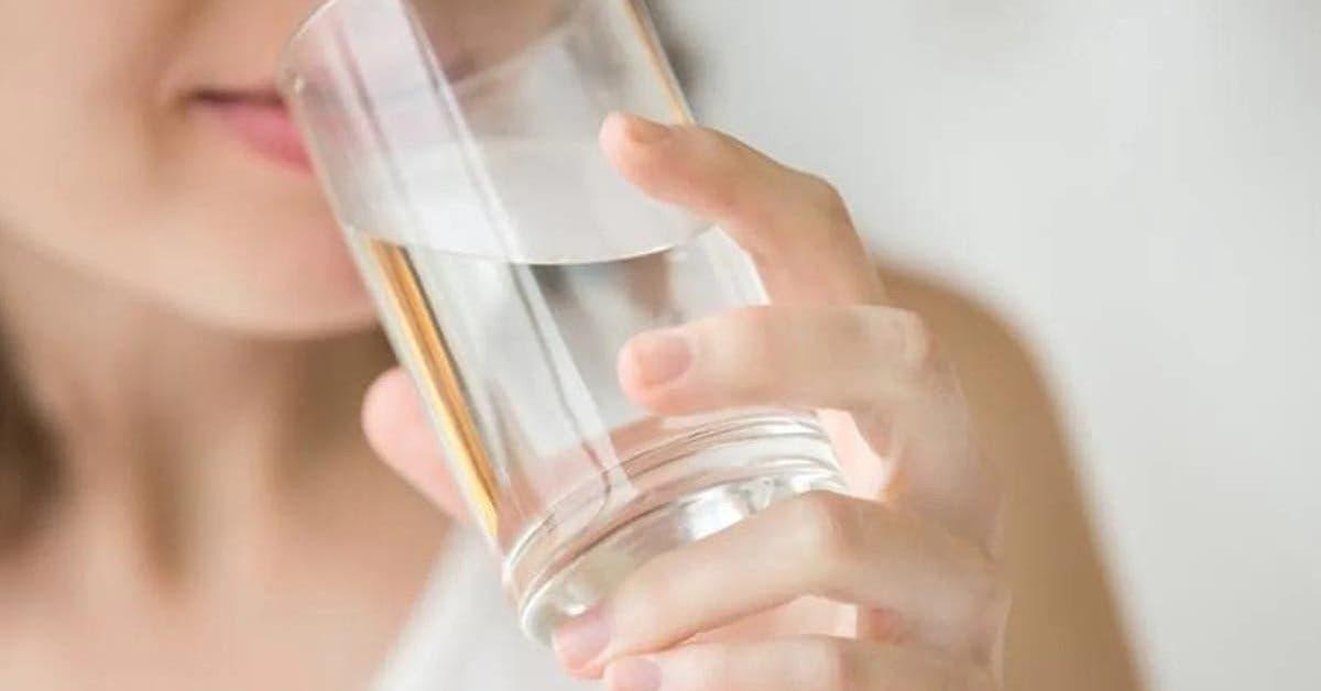 7-avantages-surprenants-de-boire-de-leau-chaude-le-matin