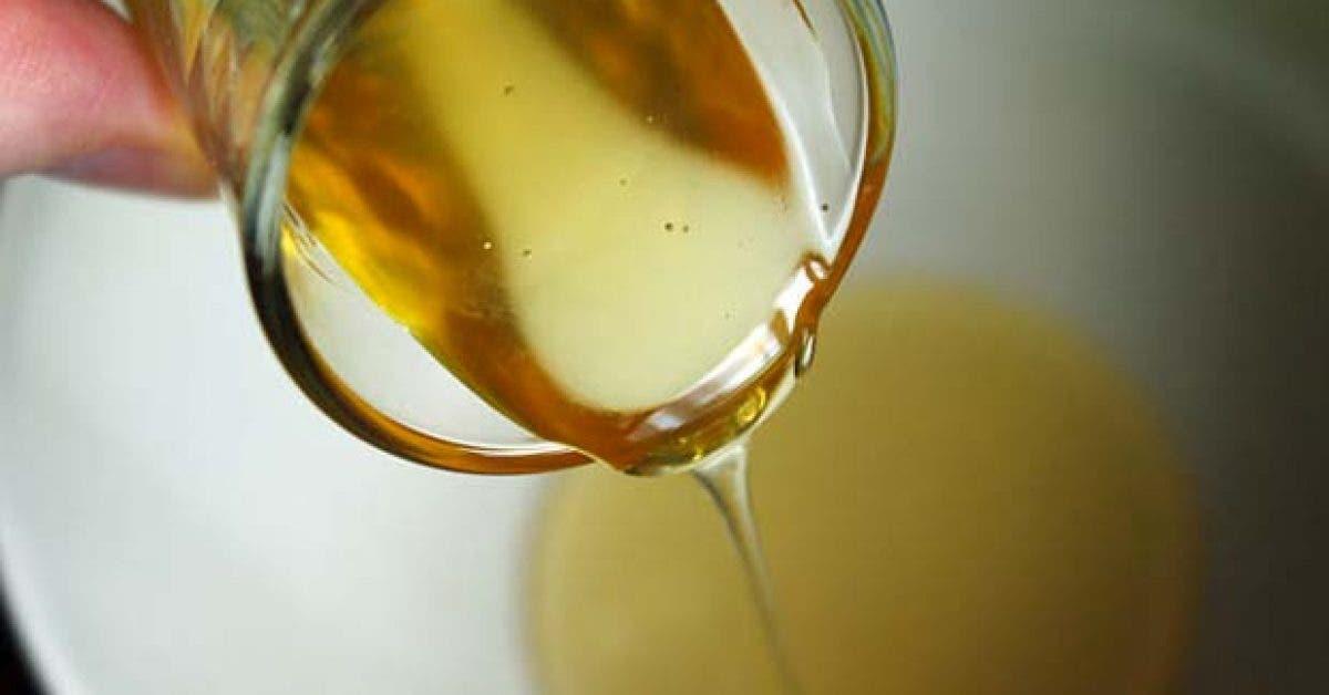 8 choses qui arrivent a votre corps lorsque vous buvez de leau au miel 1