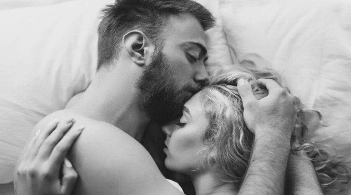 9 comportements qu'un homme adopte quand il est amoureux d'une femme