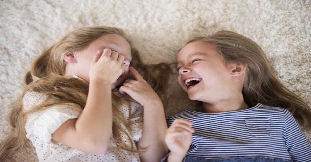 Avoir une soeur rend plus heureux et plus optimiste