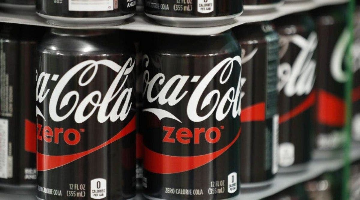 Boire deux canettes de boissons sans sucre par jour augmente les risques de crise cardiaque