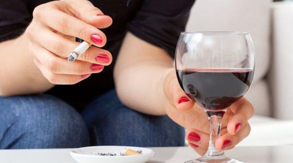 Boire une bouteille de vin par semaine présenterait les mêmes risques de cancer que fumer 10 cigarettes
