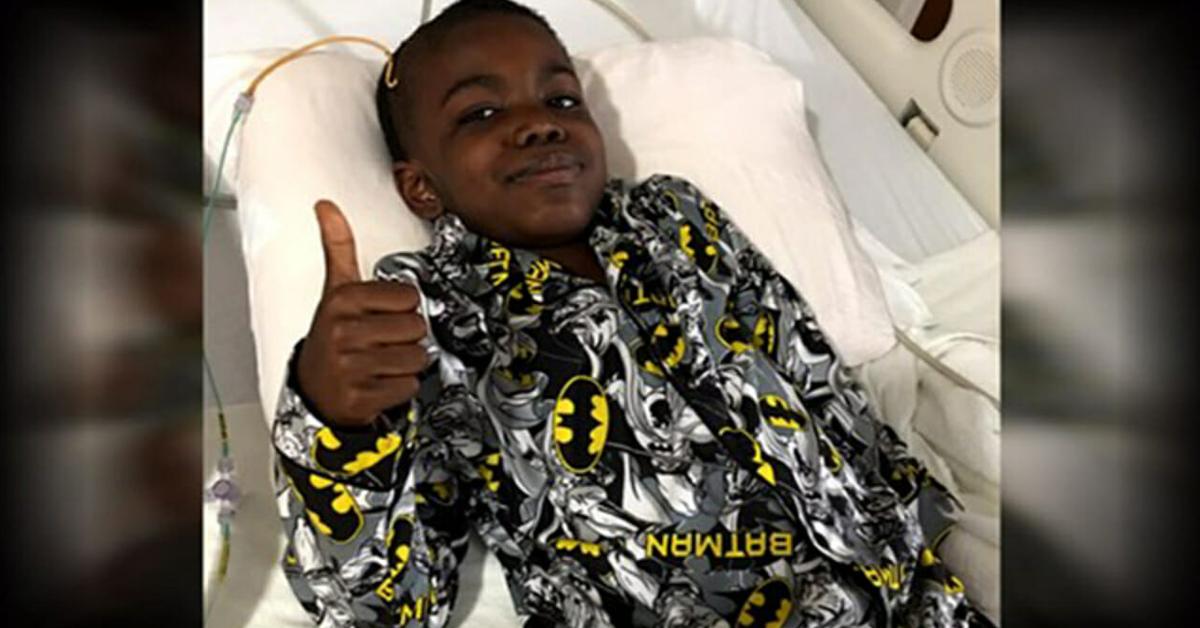 Ce garçon de 8 ans célèbre sa victoire contre le cancer du cerveau au stade 4, envoyons-lui tout notre amour et notre soutien