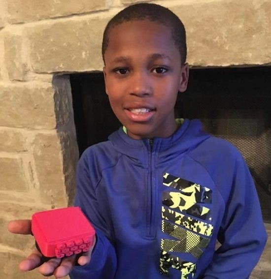 Ce garçon invente un appareil pour empêcher les enfants de mourir dans les voitures chaudes