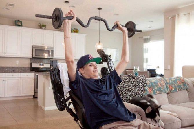 Ce jeune homme paralyse a retrouve la mobilite du haut de son corps grace au traitement avec des cellules souches