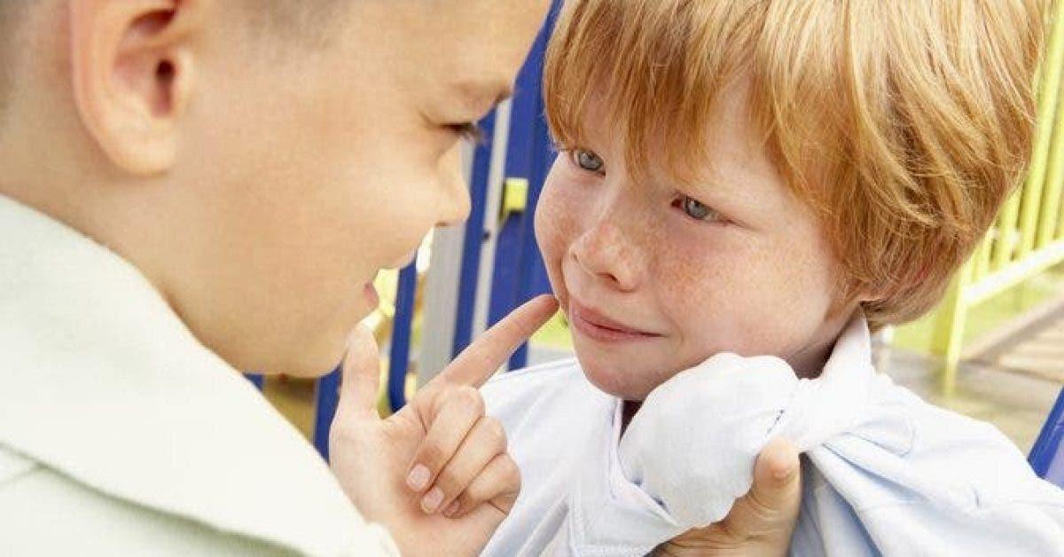 Ce petit garçon est intimidé à l'école à cause de ses cheveux roux