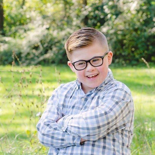 Ce petit garçon n'a pas été invité à un anniversaire car il est trisomique