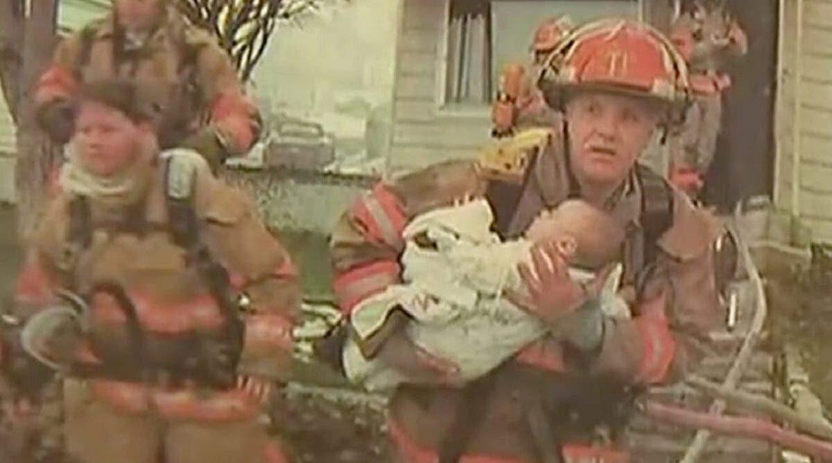 Ce pompier sauve un bébé de 9 mois