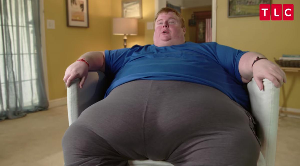 Cet homme de 300 kilos joue aux jeux vidéo toute la journée et affirme qu'il mangera jusqu'à sa mort