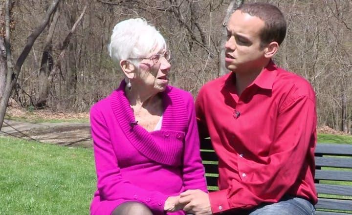 Cet homme de 31 ans est fier de présenter sa fiancée de 91 ans