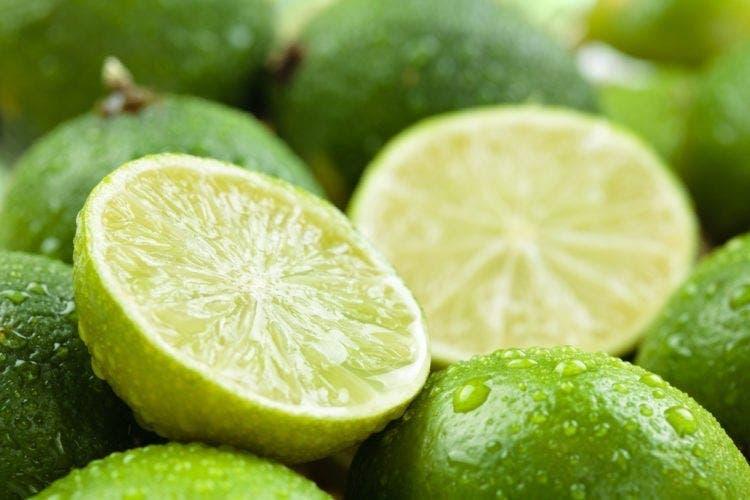 Cette ancienne astuce au citron élimine mieux les mauvaises odeurs corporelles que les déodorants cancérigènes