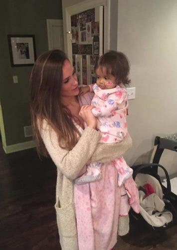 Cette baby-sitter sauve la vie de cette petite fille condamné à mourir et c'est notre héroïne du jour