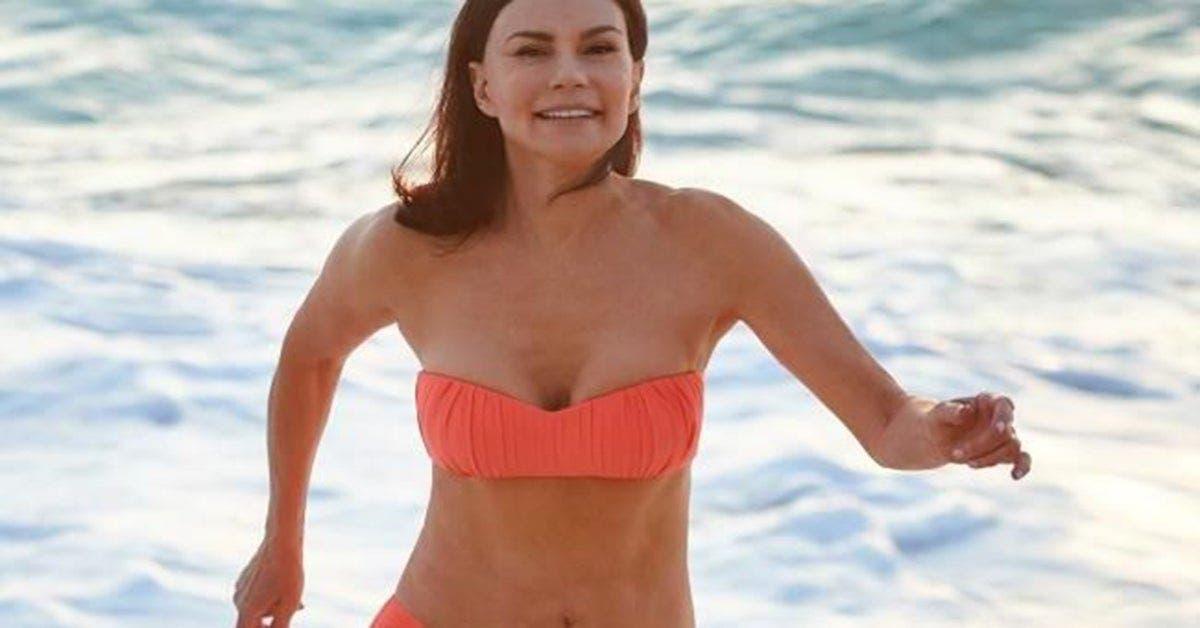 Cette belle femme de 70 ans qui na pas consomme de sucre depuis 28 ans devoile les photos de son corps.
