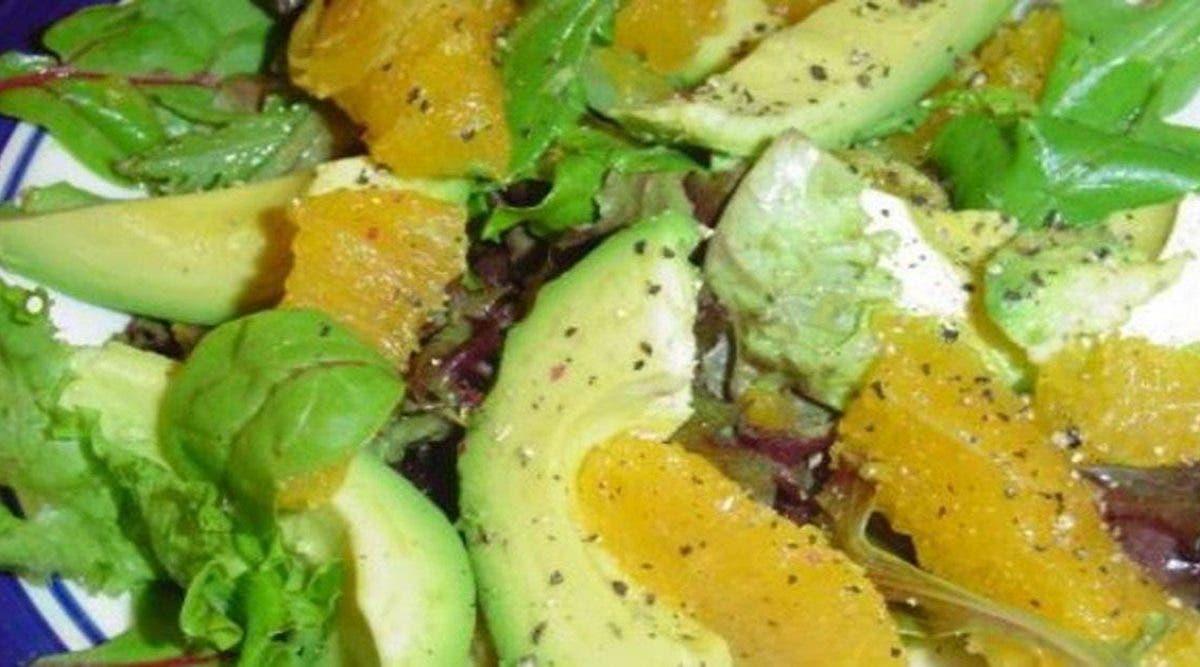 Cette délicieuse salade à l'avocat dégonfle le ventre et fait perdre du poids