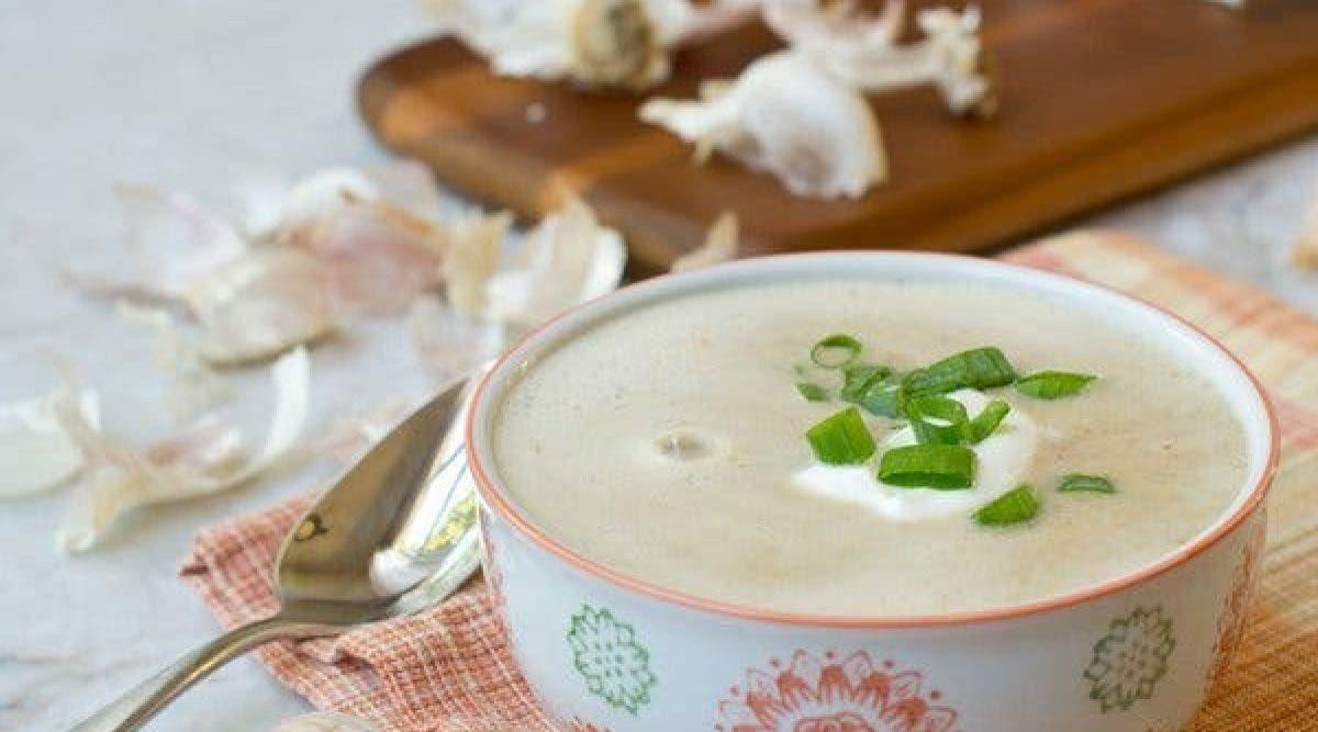 Cette délicieuse soupe à l'ail est un « médicament » naturel qui lutte contre la grippe, le rhume et d'autres maladies