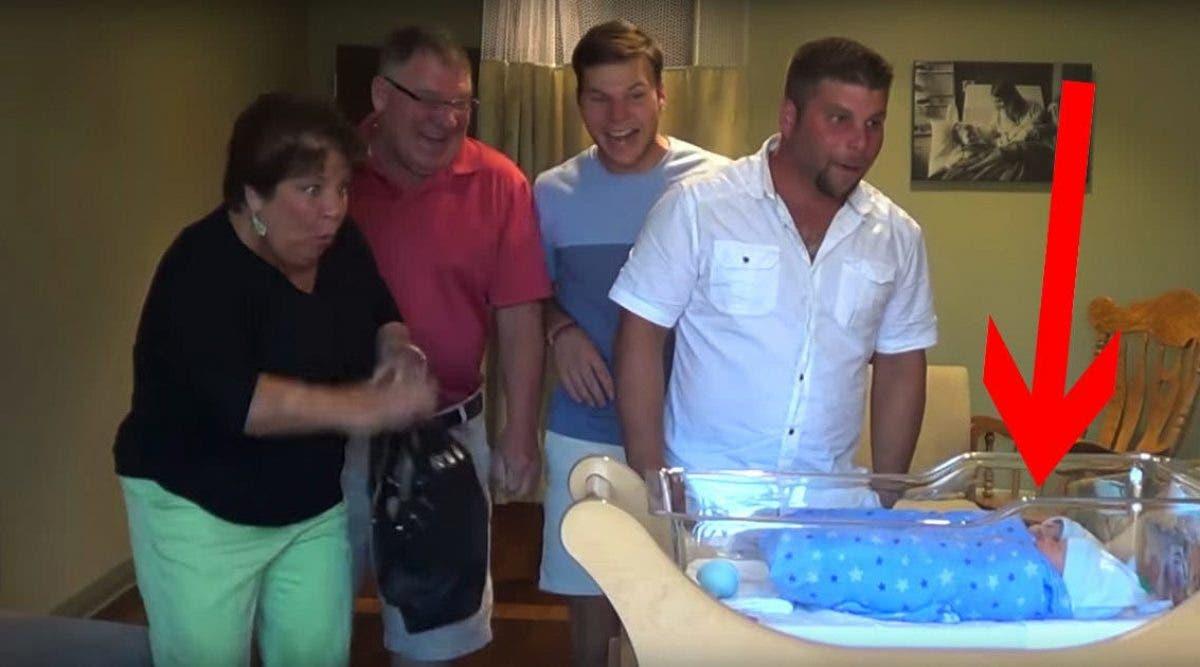 Cette famille court à la maternité après l'accouchement