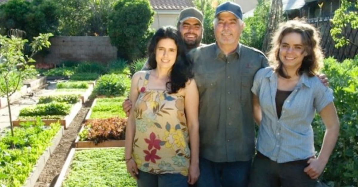 Cette famille fait pousser 3 tonnes de nourriture dans son jardin. Voici leur secret !