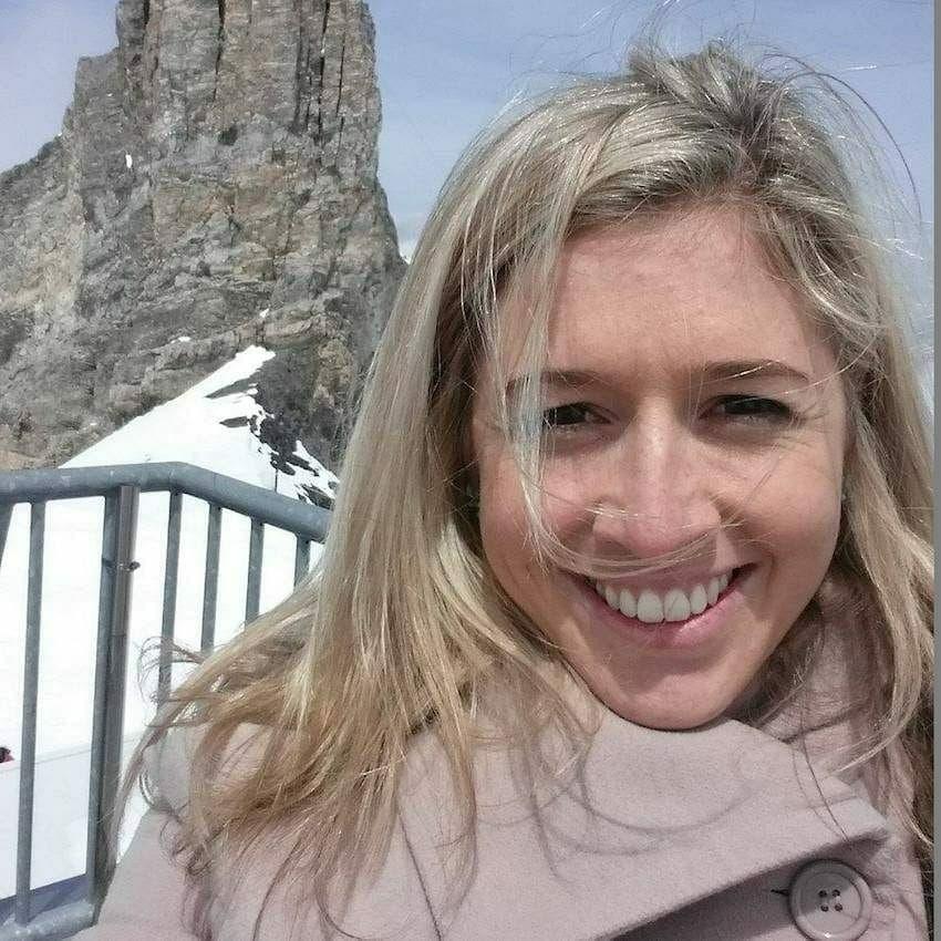 Cette jeune femme de 27 ans meurt tragiquement d'un cancer
