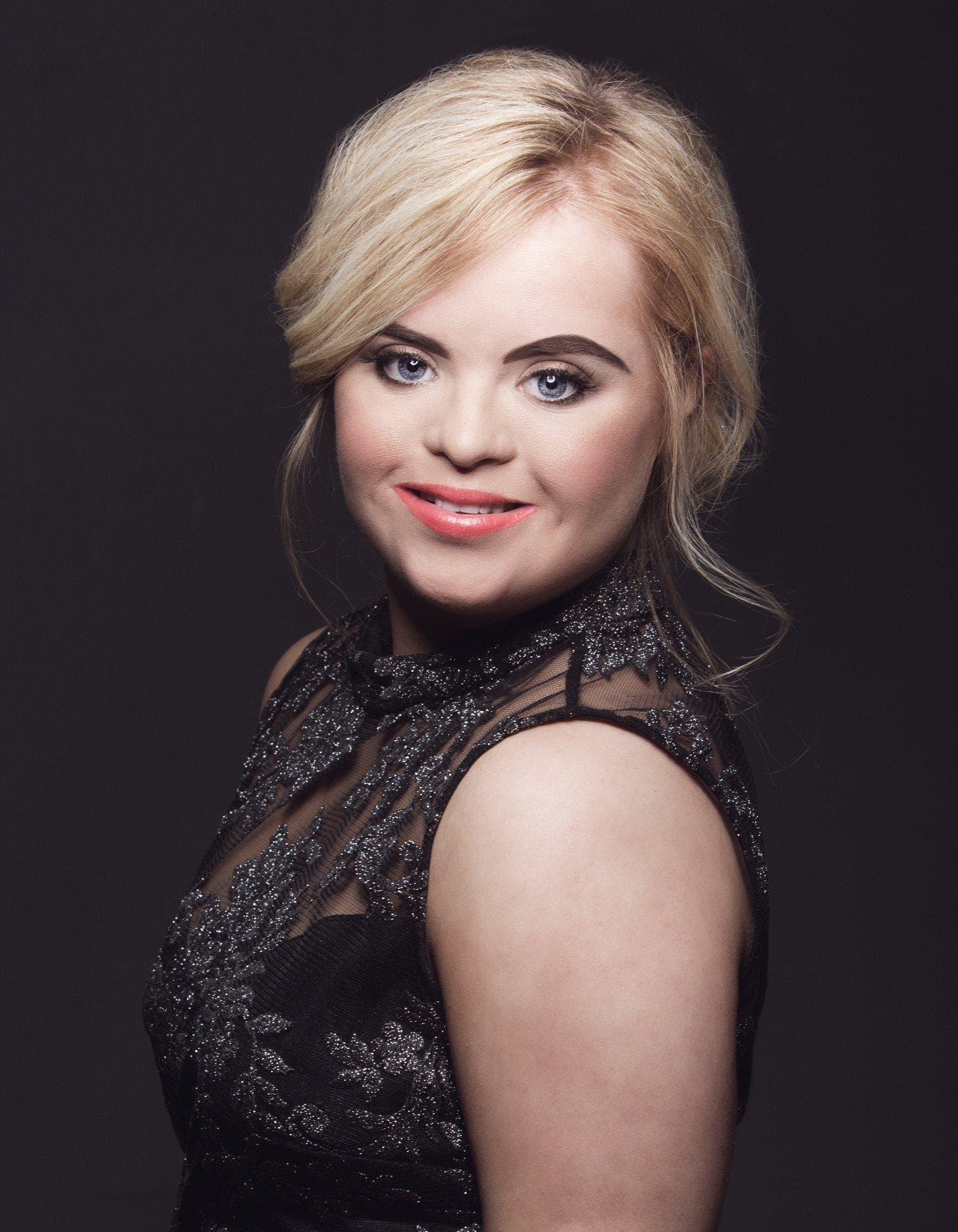 Cette jeune fille atteinte de trisomie 21 devient l'égérie d'une grande marque de cosmétiques