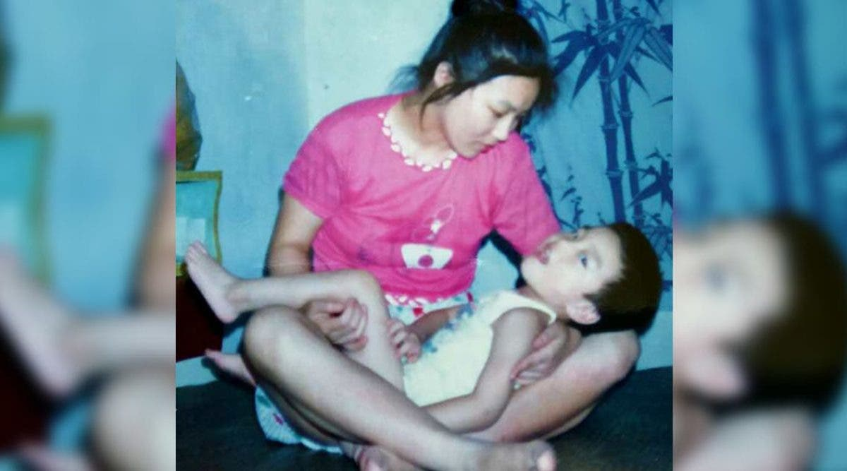 """Cette maman refuse d'abandonner son fils malgré son """"faible QI"""" - 29 ans plus tard, ils prouvent que les gens avaient tort"""