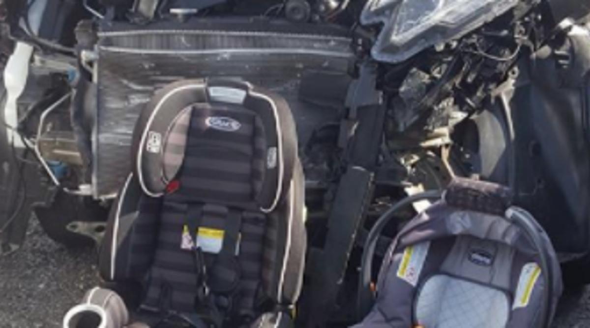 Cette maman supplie les parents de faire une chose après que sa photo d'accident de voiture soit devenue virale