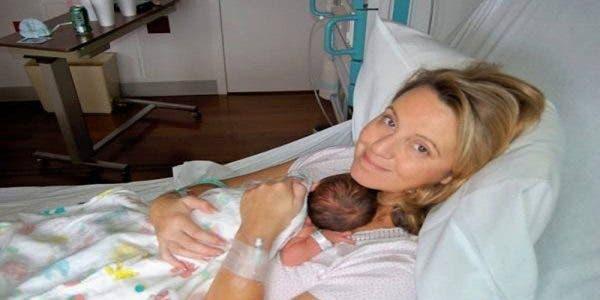 Cette maman tombe enceinte après 10 ans de tentatives, son médecin l'appel 4 jours après et lui annonce qu'il a commis une grosse erreur