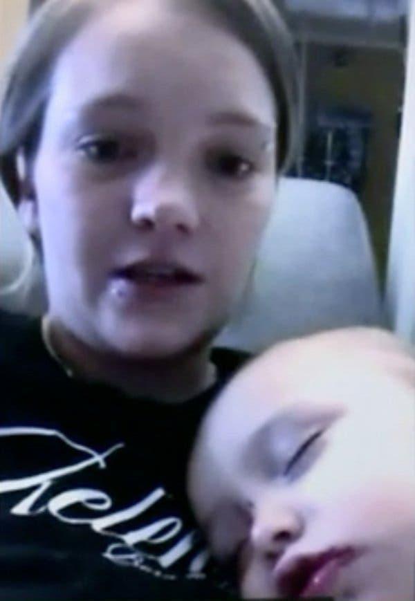 Cette maman trouve des plaies sanglantes dans la bouche de son bebe de 1 an_