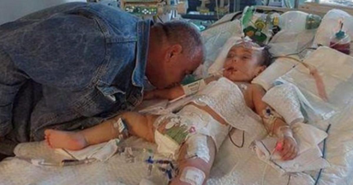 Cette petit fille meurt pour une raison cruelle