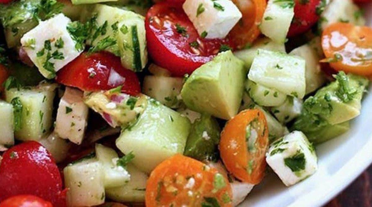 Recette : Cette salade dégonfle le ventre et détoxifie l'organisme