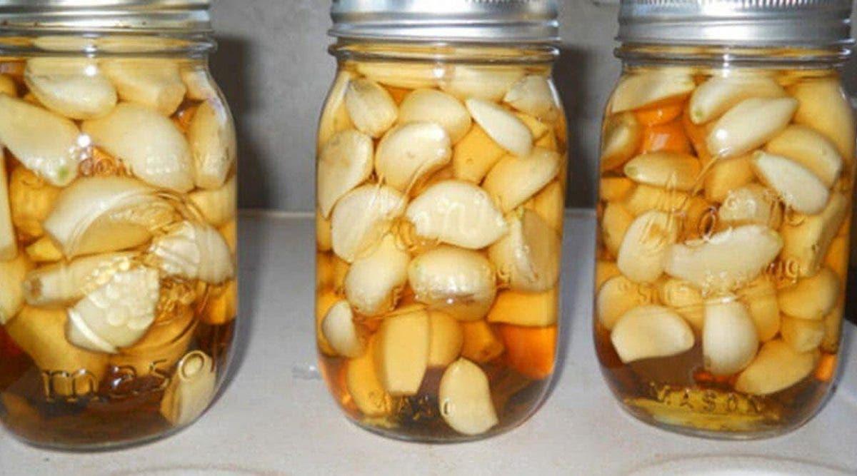 L'ail, le vinaigre de cidre et le miel sont des composants naturels aux vertus considérables. Nous vous proposons une recette qui combine ces 3 ingrédients et fera un bien fou à votre santé !