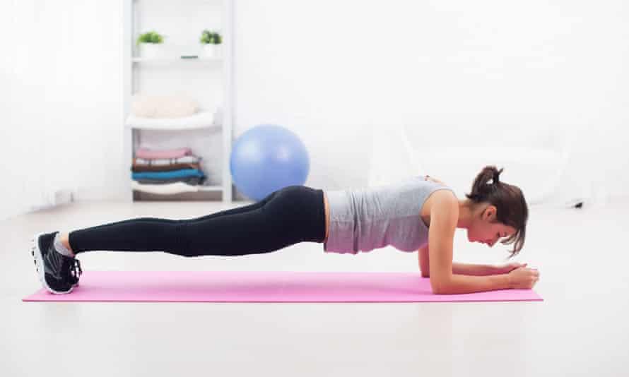 La planche est un exercice de fitness pour renforcer la région abdominale