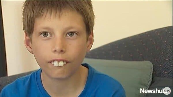 Des inconnus offrent un beau sourire à ce garçon harcelé à l'école
