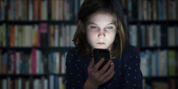 Des pédiatres lancent un message aux parents au sujet des téléphones portables