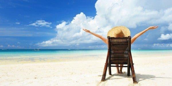 Des psychologues recommandent aux mamans de partir en vacances sans les enfants