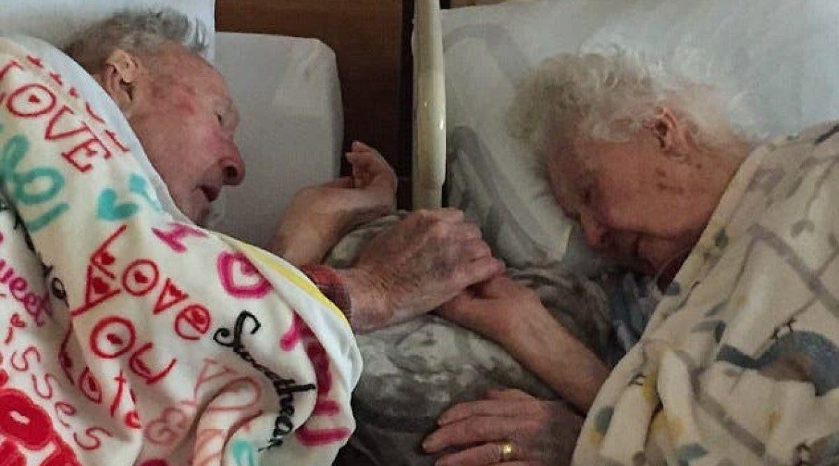 Deux personnes mariées depuis 64 ans.