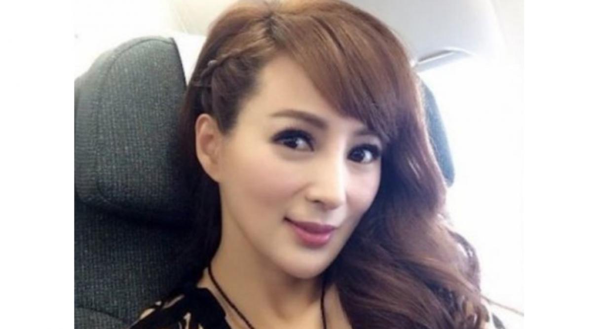 Elle a 42 ans mais paraît beaucoup plus jeune.