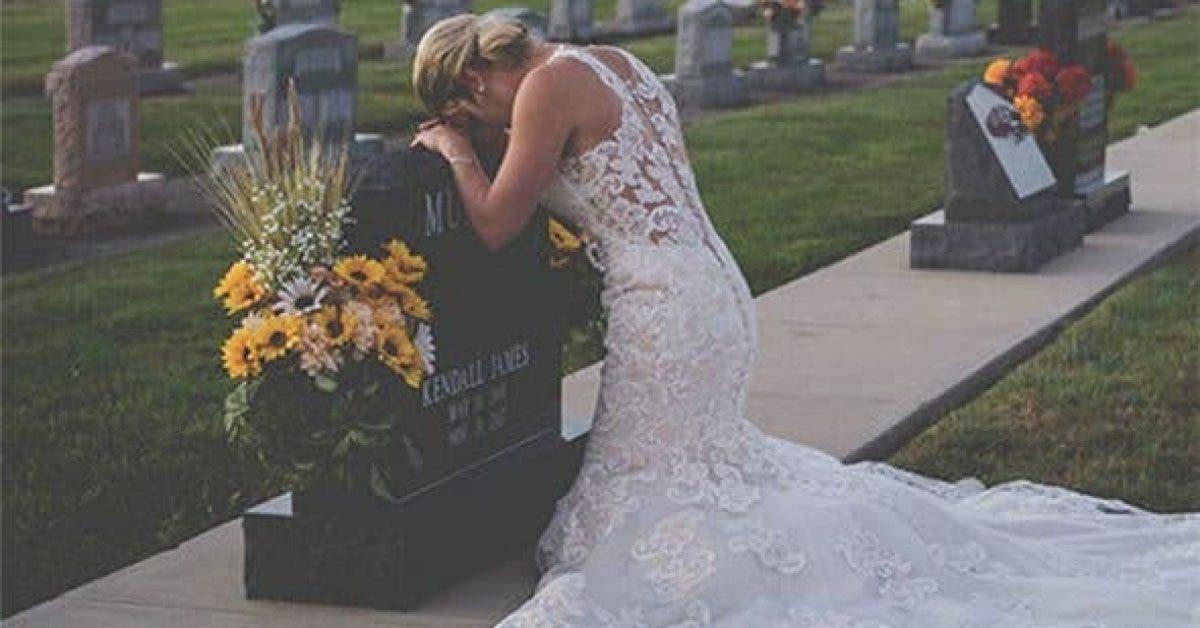 Elle porte sa robe de mariée