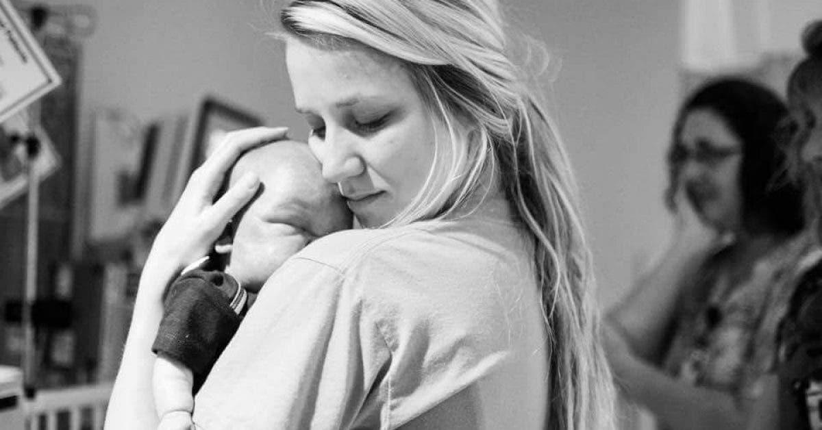 Elle poste une photo delle avec un bebe mort. Les raisons vont vous faire fondre en larmes 1
