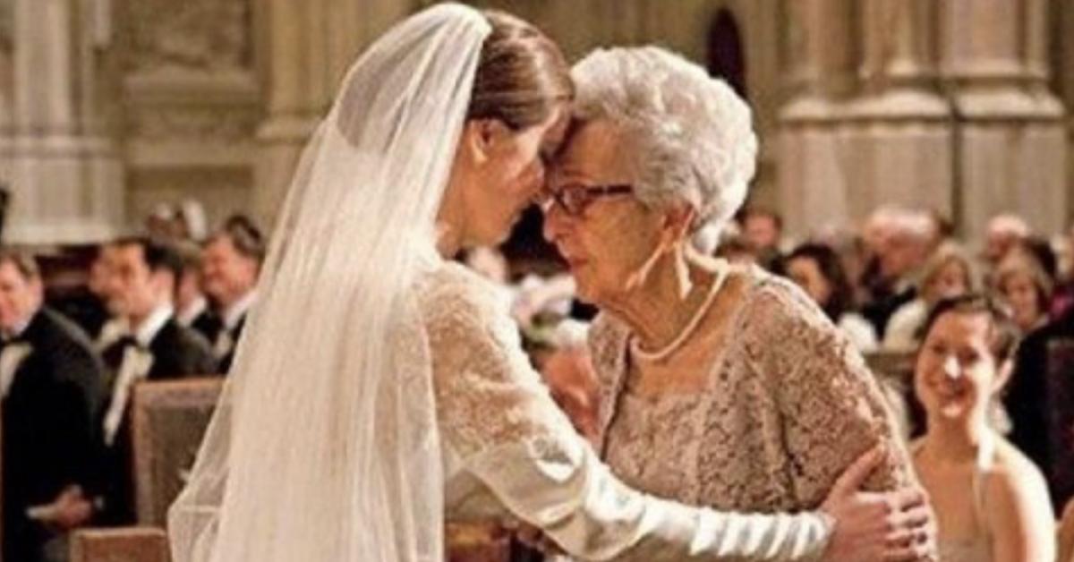 Elle raconte à sa grand-mère que son mari l'a trompé