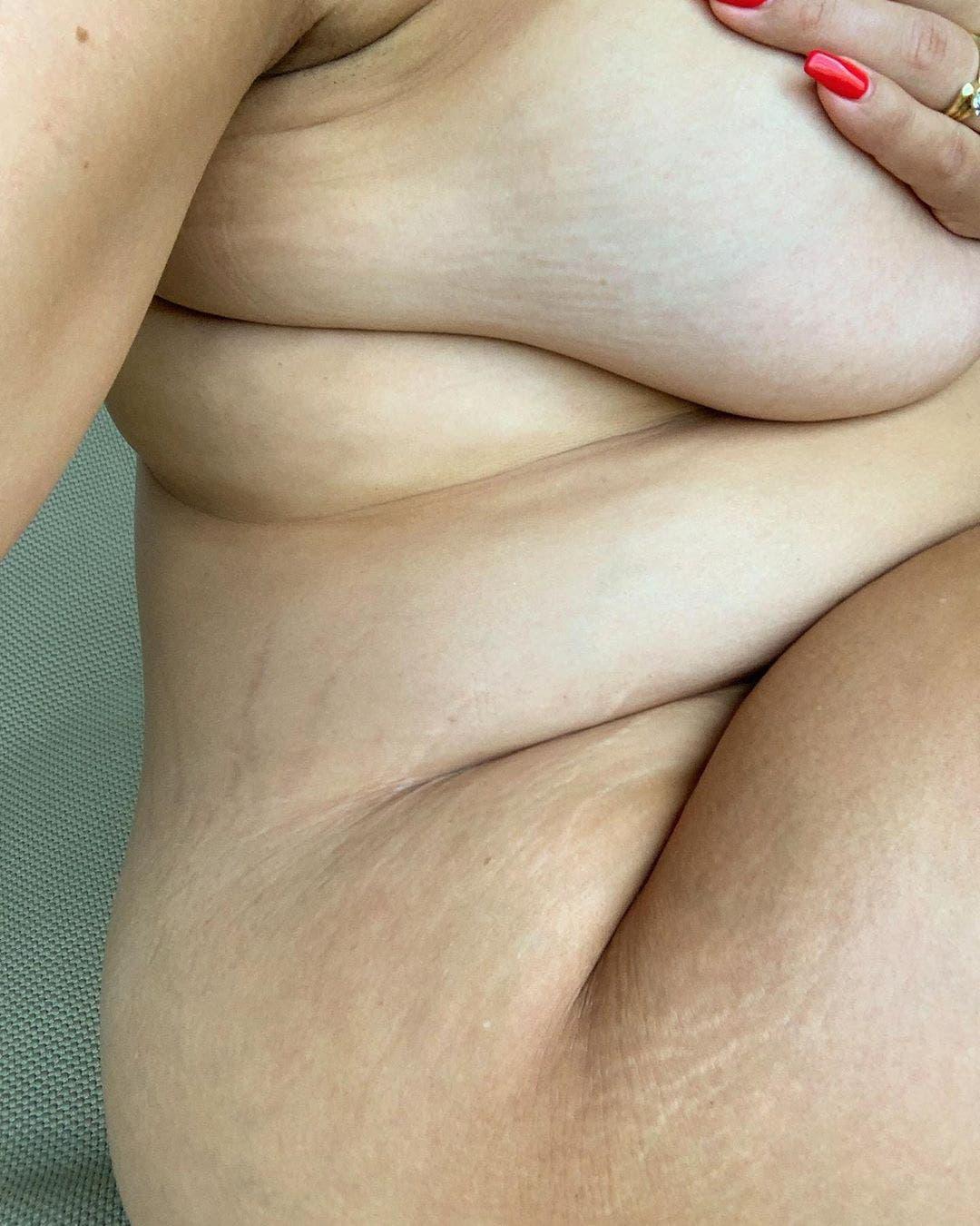 La mannequin Ashley Graham dévoile ses vergetures et enflamme internet