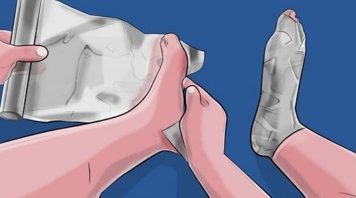 Enveloppez vos pieds dans du papier aluminium