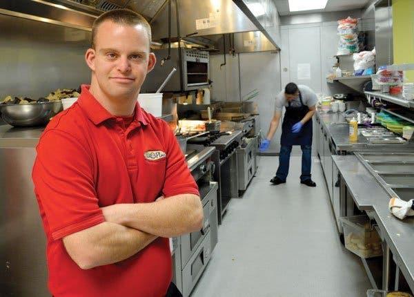 Il est le premier propriétaire de restaurant trisomique
